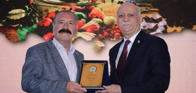 İSPİR'E ZİRAAT ODASI GENEL BAŞKANI BAYRAKTAR'DAN PLAKET