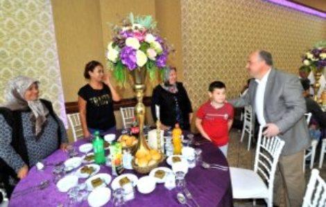 şehit aileleri ve gaziler onuruna yemek