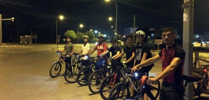 Öğretmen ve öğrencilerinden bisiklet turu etkinliği
