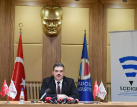 """Rektör Prof. Dr. Şafak Ertan Çomaklı: """"Tehlikeli dijital oyunlar, uyuşturucu kadar tehlikelidir"""""""
