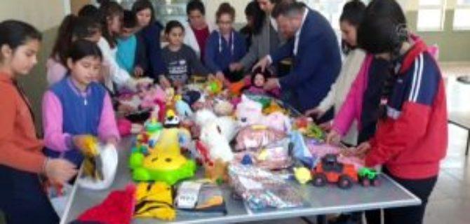 Köy okulu öğrencileri harçlıklarıyla depremzede çocuklara oyuncak gönderdi