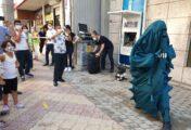 Genç tiyatrocular Kovid-19 tedbirlerine tiyatro oyunuyla dikkati çekti