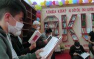 """İmam, """"askıda kitap, al götür, oku getir"""" projesiyle okuma alışkanlığı kazandırıyor"""