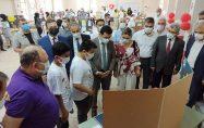Kadirli ilçesinde bulunan bir köy okulunda TÜBİTAK'ın da desteğiyle bilim fuarı açıldı