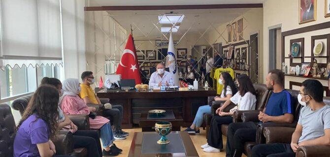 ÜNİVERSİTEYİ KAZANAN ÖĞRENCİLERE BAŞKAN TARHAN'DAN DESTEK