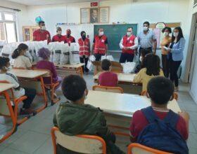 Türk Kızılay Kadirli Şube Başkanlığınca öğrencilerine okul çantası ve kırtasiye desteğinde bulunuldu.